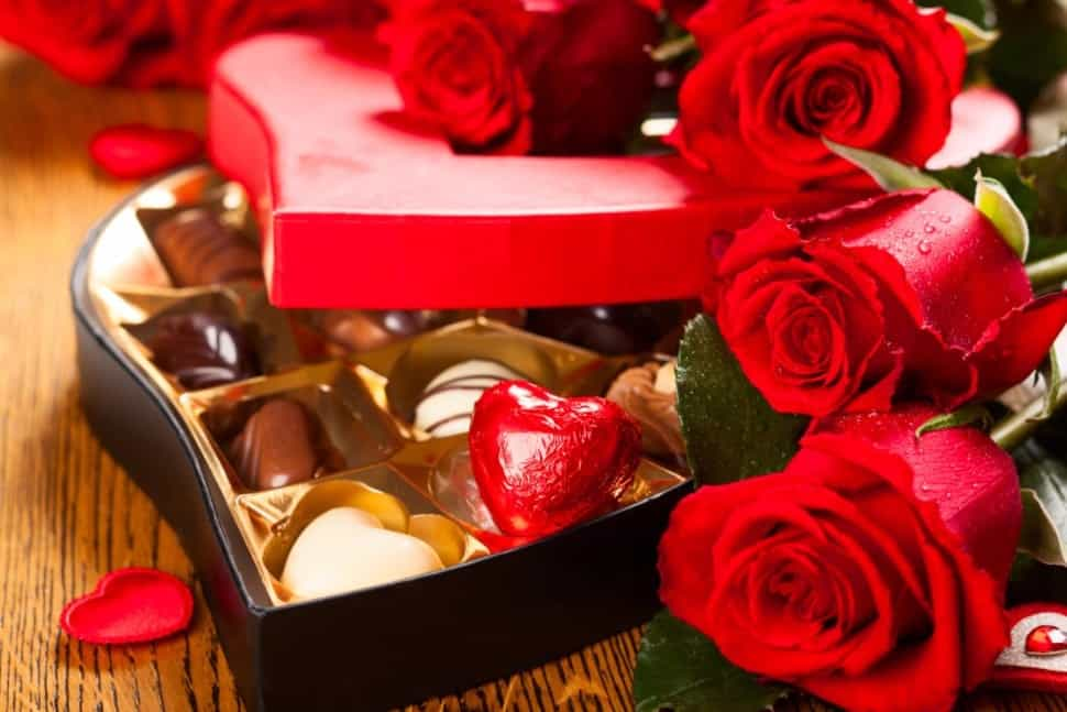 Hoa hồng và socola ngày valentine