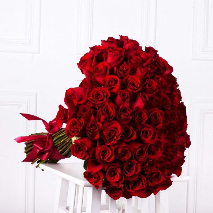 999 đóa hoa hồng đỏ rực rỡ