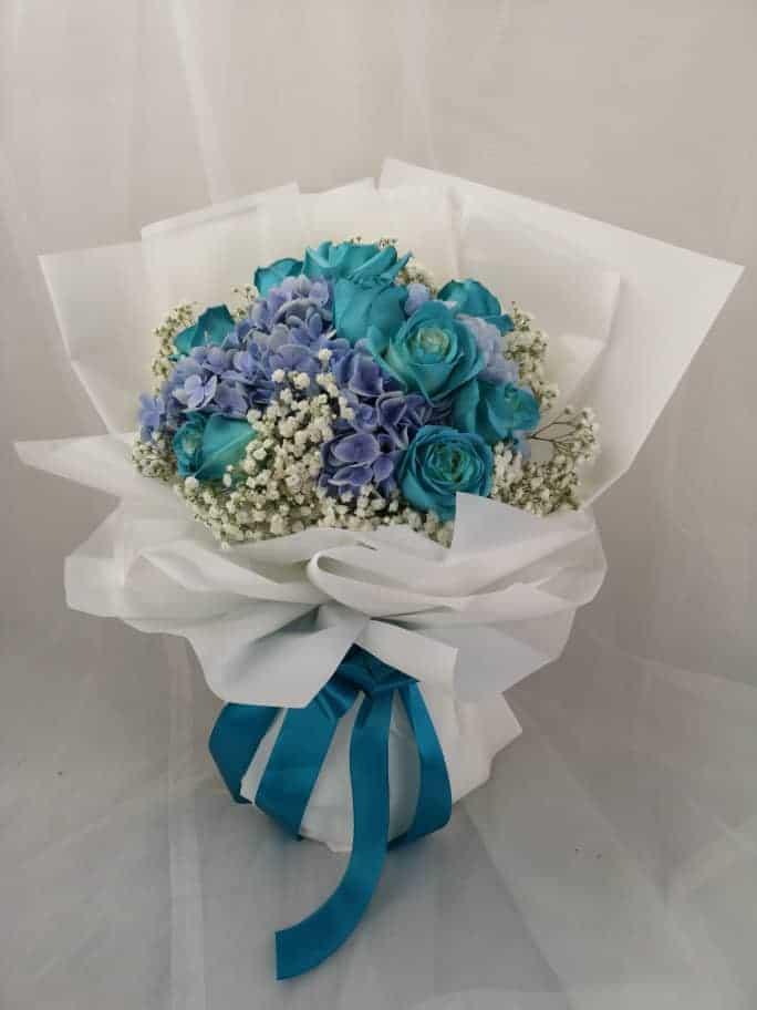 Bó hoa sinh nhật màu xanh khác lạ