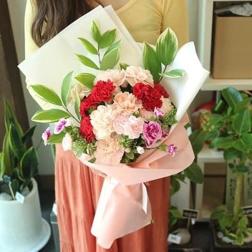 Bó hoa cẩm chướng nhiều màu sắc