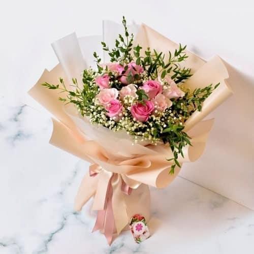 Đừng ngại thể hiện tình cảm của mình với mẹ qua bó hoa hồng